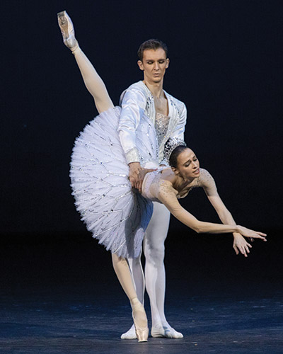 A couple dancing ballet in Jewels - M. Logvinov